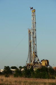 A natural gas drilling rig in Texas. IMAGE COURTESY THE CREATIVE COMMONS.