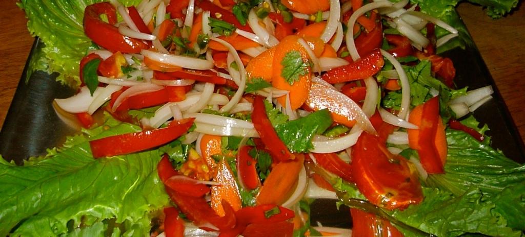 Spicy cashew-nut salad. PHOTO BY BOB BERWYN.