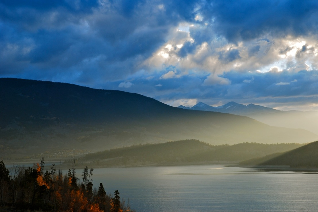 A September sunrise over Dillon Reservoir delivered exquisite light.