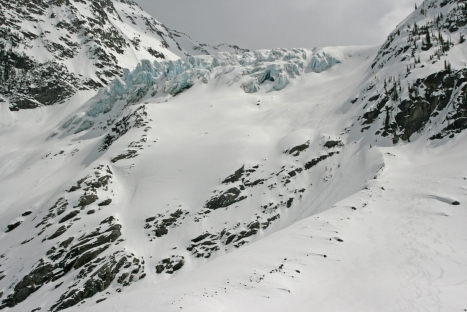 The view from near camp of the Wrong icefall and the descent route at looker's right. This picture proves that there was more snow here this year than in April 2004, where more rocks were showing.