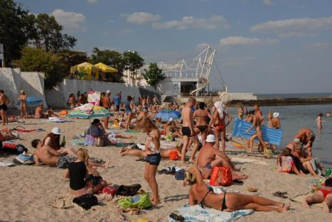 Arkadia Beach, Odessa, at the peak of the summer season.