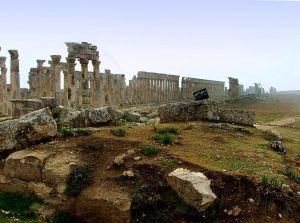 The historic Roman site of Apamea has been looted extensively since the start of the Syrian civil war. Public domain photo via Wikipedia.
